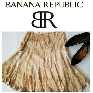 BANANA REPUBLIC RUFFLE HEM SKIRT